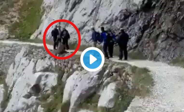 Indignación por vídeo que muestra a excursionistas lanzado a Jabalí al vacío