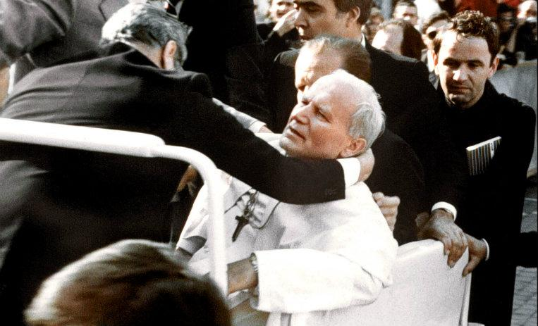 Resultado de imagen de l atentado que el Santo Padre sufrió