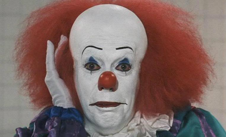 IT, ESO, adaptación, novela, Stephen King, Pennywise, Tim Curry, payaso, escalofriantes datos, primera adaptación, miniserie,
