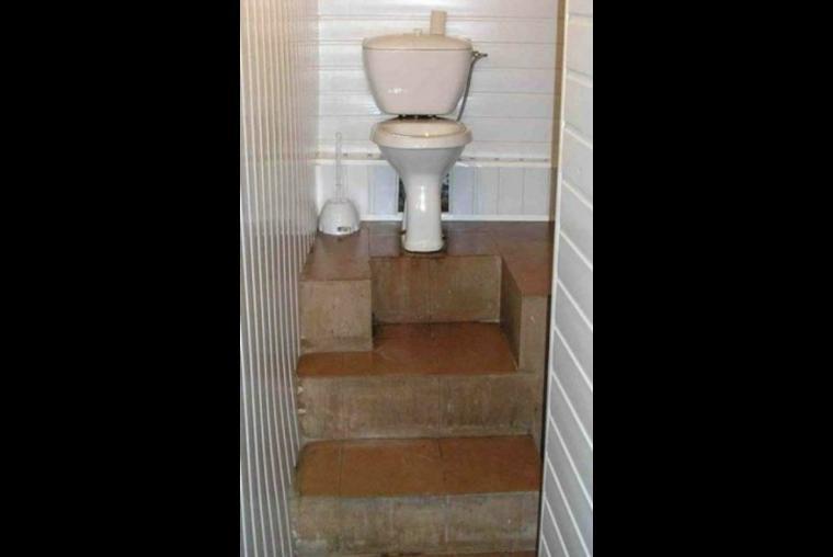 baño, escaleras errores épicos, albañiles, construcción, maestro, albañilería, mala planeación, arquitectura,