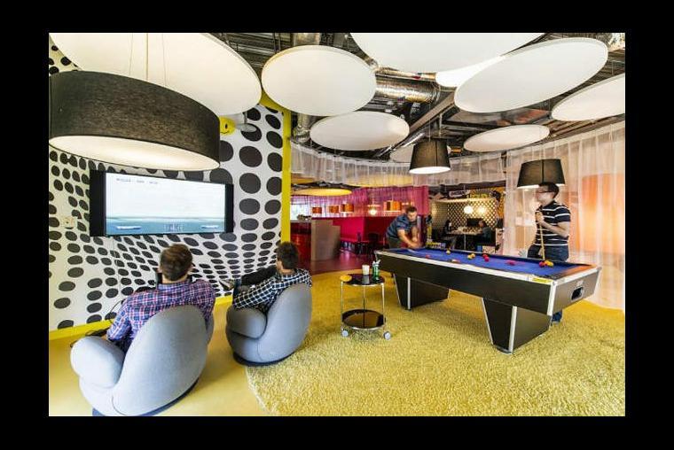 Las 10 oficinas m s raras y cool del mundo for Juego de golf para oficina