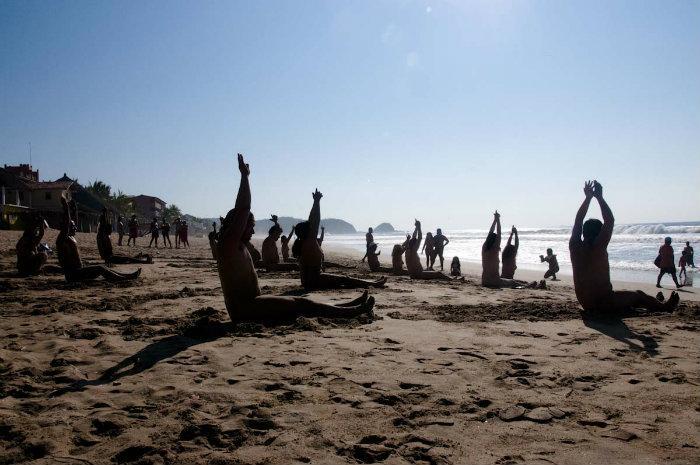 Festival Nudista, Zipolite 2018, yoga, fuera ropa, nudismo, playa, Oaxaca, México